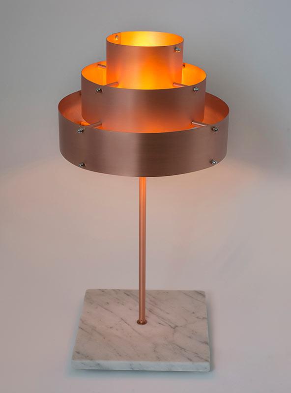 Lámpara de sobremesa con aire retro